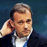 Il senatore Matteo Richetti investito da un furgoncino in zona Tritone