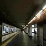 Donna morta incastrata tra la banchina e le rotaie alla stazione Lepanto