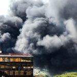 Magliana. Maxi incendio in via del Cappellaccio: nube nera sulla città