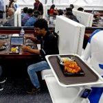 Il robot serve i pasti: la rivoluzione è anche a Roma…