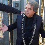 Brunetta si incatena contro la discarica a Falcognana