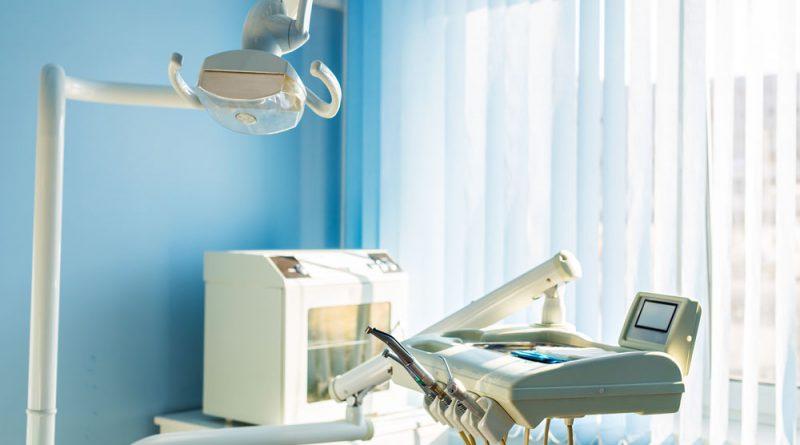 Intervento-parodontale-e-chirurgia-rigenerativa-silvestri-piacentini