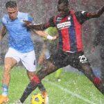 Sotto la pioggia e su un terreno al limite della praticabilità la Lazio passa a Crotone con un gol per tempo