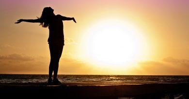 ragazza al sole ph pixabay